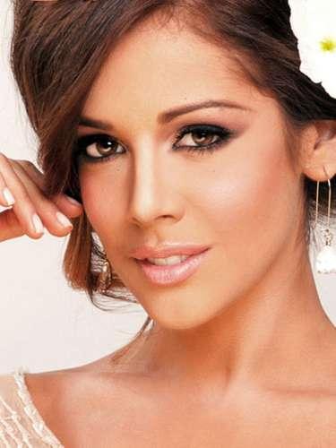 Miss Venezuela - Alyz Henrich, tiene 23 años de edad, mide 1.74 metros de estura (5 ft 7 1/2 in) y reside en Punto Fijo.