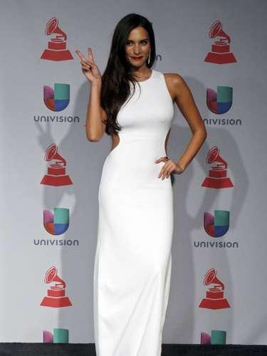 Genesis Rodríguez estuvo espectacular en un vestido blanco con \