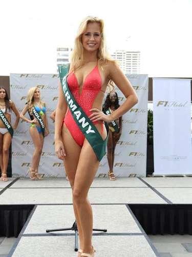 Miss Alemania - Caroline Noeding, tiene 22 años de edad, mide 1.74 metros de estura (5 ft 8 12 in)y reside en Hannover.