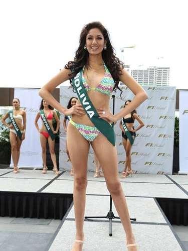 Miss Bolivia - María Renée Carmona, tiene 18 años de edad, mide 1.85 metros de estura (6 ft 1 in)y reside en Cochabamba.