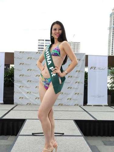 Miss China - Lisa Xiang, tiene 24 años de edad, mide 1.78 metros de estura (5 ft 10 in)y reside en Jiangsu.