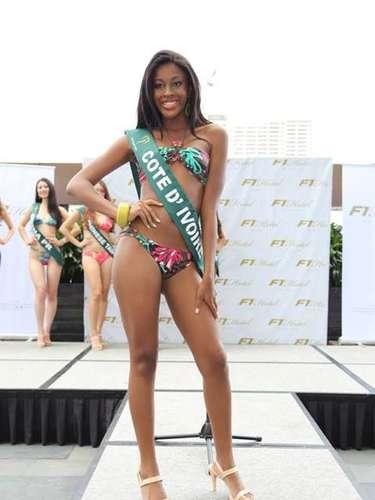 Miss Costa de Marfil - Bintou Traoré, tiene 20 años de edad, mide 1.75 metros de estura (5 ft 9 in) y reside en Korhogo.
