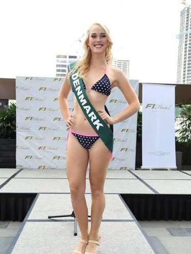 Miss Dinamarca - Josefine Mikuta Poulsen, tiene 21 años de edad, mide 1.77 metros de estura (5 ft 9 1/2 in)y reside en Nørrebro.