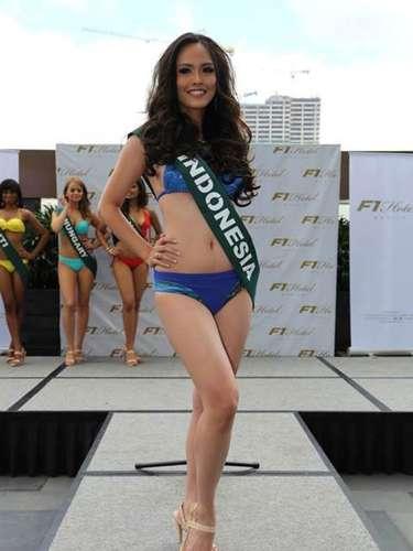 Miss Indonesia - Nita Sofiani, tiene 21 años de edad, mide 1.71 metros de estura (5 ft 7 1/2 in)y reside en Bandung