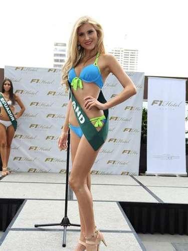 Miss Inglaterra - Chloe Othen, tiene 23 años de edad, mide 1.75 metros de estura (5 ft 9 in)y reside en Londres.