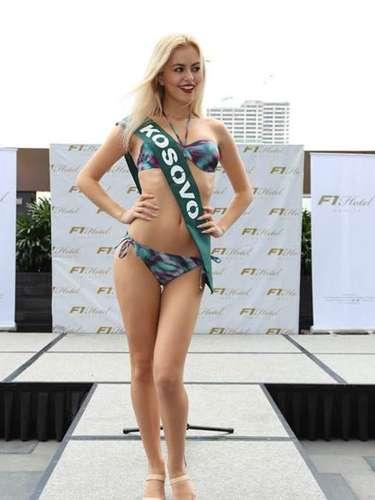 Miss Kosovo- Donika Emini, tiene 19 años de edad, mide 1.75 metros de estura (5 ft 9 in)y reside en Pristina.