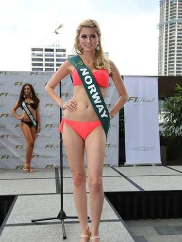 Miss Noruega - Caroline Sparboe, tiene 23 años de edad, mide 1.75 metros de estura (5 ft 9 in)y reside en Oslo.