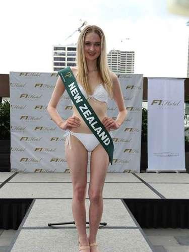 Miss Nueva Zelanda - Nela Zisser, tiene 21 años de edad, mide 1.70 metros de estura (5 ft 7 in) y reside en Auckland.