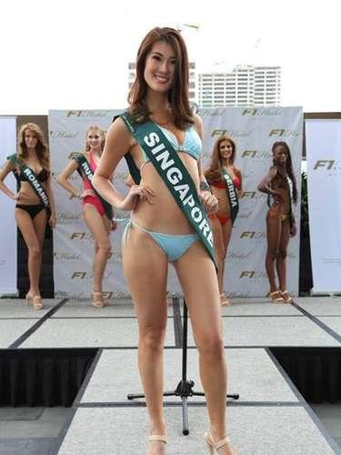 Miss Singapur - Vanessa Hee, tiene 25 años de edad, mide 1.66 metros de estura (5 ft 5 1/2 in)y reside en Singapore.