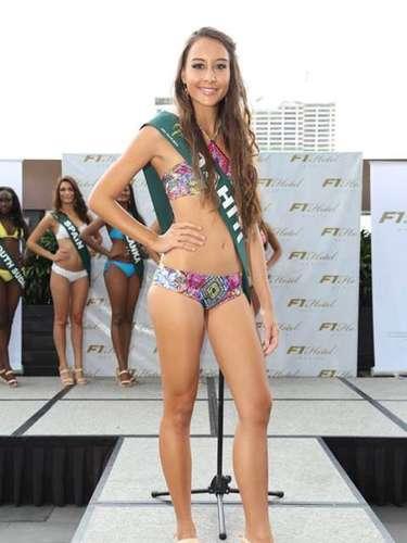 Miss Tahití - Maeva Simonin, tiene 21 años de edad, mide 1.74 metros de estura (5 ft 8 1/2 in)y reside en Punaauia.