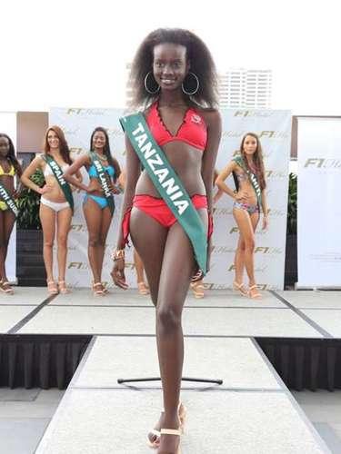 Miss Tanzania -Clara Noor, tiene 19 años de edad, mide 1.77 metros de estura (5 ft 9 12 in) y reside en Mwanza.