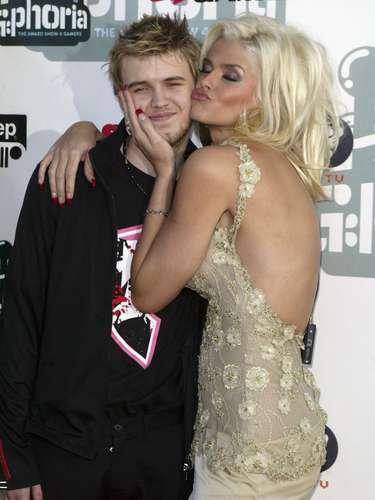 La vida de Anna Nicole Smith dio un giro inesperado cuando el 10 de septiembre del 2006 su hijo Daniel muriópor una combinación letal de medicamentos en los que se encontraban metadona,zoloft y lexapro.