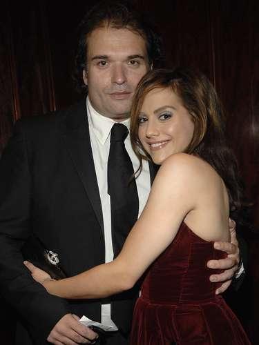Lo irónico del caso fue que el 10 de mayo del 2010, su esposo, SimonMonjack murió también deneumonía aguda y anemia severa