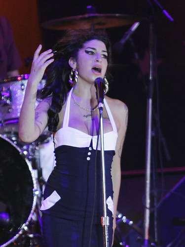 Amy Winehouse tenía 27 años cuando murió el 23 de julio del 2011. La vida de excesos y drogas que tenía la cantante, la llevaron a su muerte.