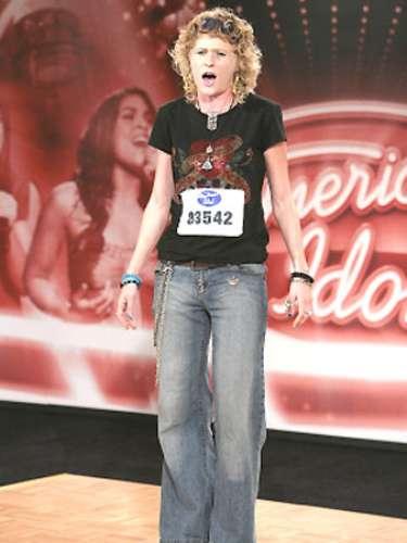 Alexis Cohen se dio a conocer en el programa 'American Idol' con sus interpretaciones cercanas a las voces de Janis Joplin y Pat Benatar. Un par de papeles en el cine le dieron alguna notoriedad, pero el 25 de julio de 2009 murió a los 25 años.