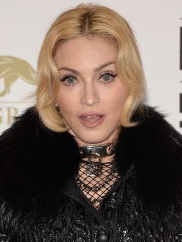 También Madonna es otra de las fanáticas de este estilo tan favorecedor para su look, ya que regalándole una potente y bonita mirada.
