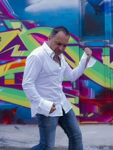 """Luis Jara no podía no estar presente en la candidatura a rey guachaca. Sobre todo con el """"tembleque"""" que se pega cada vez que baila reggaeton. Además se le puede ver haciendo de las suyas cada mañana en """"Mucho gusto"""" donde está demás decir que el cabro es bastante inquieto."""
