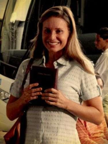 Dolores Neiva (Paula Burlamaqui) - Ex esposa de Diógenes y madre de Roni, fue actriz de pornografía suave. Cansada de vivir en el pecado, se vuelve evangélica. Pero su fe solo dura hasta su noche de bodas. Al reencontrarse con su hermana Nicole y sus antiguos colegas, su verdadera vocación es más fuerte. Decide dejar a su marido para seguir el camino con la compañía.