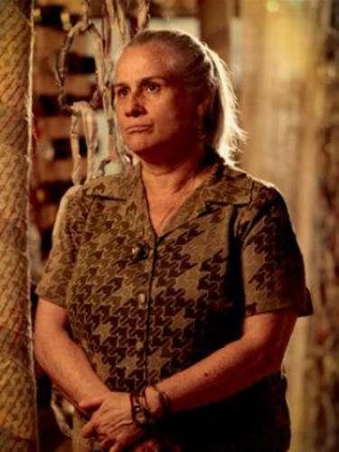 Lucinda (Vera Holtz) - Generosa y dueña de un corazón de oro, Lucinda es conocida como la madre del basural. Bien humorada, ella ya crió a decenas de niños en una casa construida con objetos encontrados en el propio ambiente donde vive. Siempre albergó a Batata e ignoraalgunas reglas para recibir a Rita en su casa. Su amistad con la niña se extiende hasta la vida adulta, cuando ella se convierte en Nina. Lucinda esconde un pasado de secretos compartidos con Nilo, Carminha y Max, los cuales la llevan a intentar alejar a Nina de su idea de venganza.