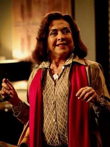 Pilar (Betty Faria) - La madre de Alexia es desequilibrada y coqueta, siempre con una bebida en la mano. Tiene algo con Diógenes.