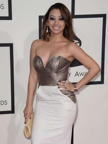 Desiree Estrada fue de las latinas que encantaron con sus curvas en la alfombra roja de los Grammy