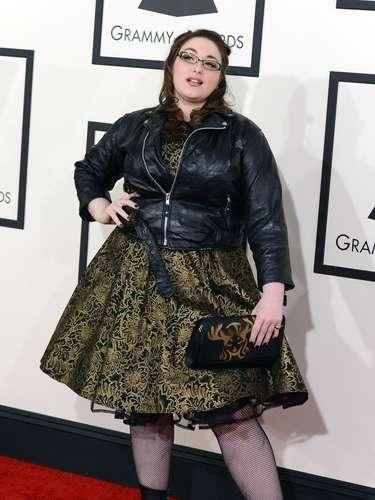¿Quién rayos vistió a Annie Stoll? ni su peor enemigo la habría asesorado tan mal. Cero clase, cero glamour y cero estilo.