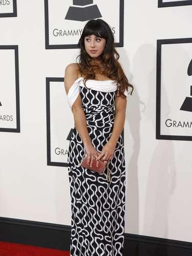 La artistaFoxes disfrutó de la alfombra roja de los Grammy Awards