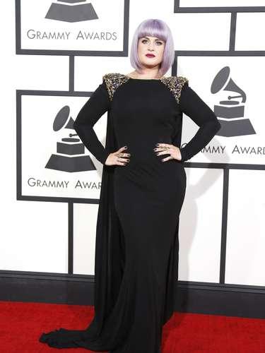 Kelly Osbourne iba muy gótica y apoyando a su legendario padre junto a su banda esperando a que ganen algún Grammy