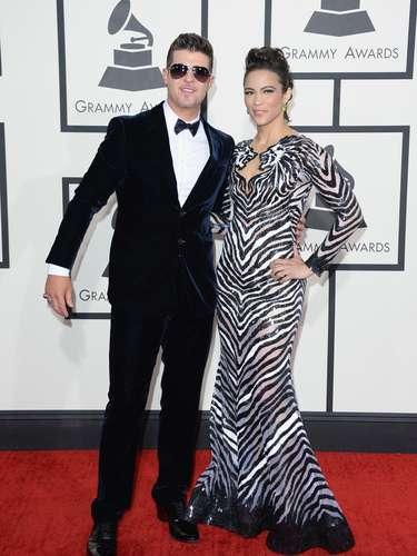 Robin Thicke llegó muy elegante junto a su esposa Paula Patton a la alfombra roja de los Grammy