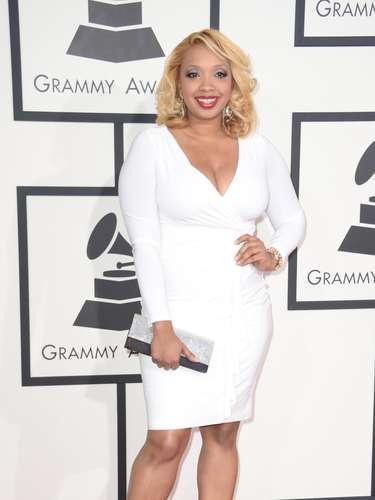 Huda se quedó en un 'look formal'. No pasa nada más con el vestido blanco con el que hizo su aparición.