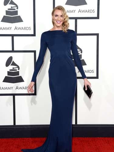 ¡Pura sofisticación! Holly Ridings acertó con este atuendo color azul noche.
