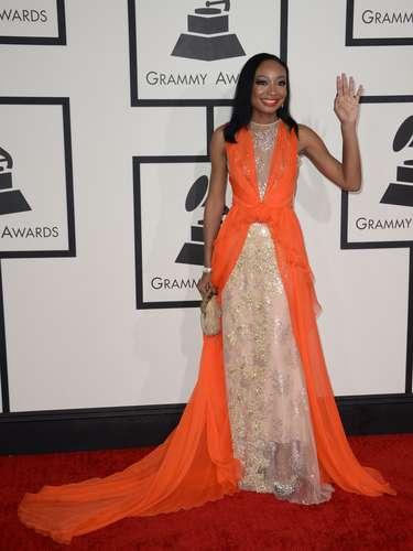 Malina Moye destacó el color moreno de su piel con este traje que combinó el nude con el tono mandarina.