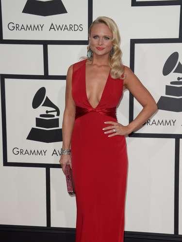 Miranda Lambert coincidió con el estilo de Alicia Keys ¿Qué habrá pensado cuando se dio cuenta que llevaba el mismo vestido que la artista?