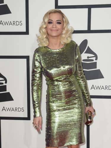Un verde manzana metalizado hizo brillar a Rita Ora.