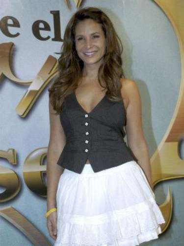 La actriz hizo su regreso triunfal al Mundo Novelero en la producción de TV Azteca, junto a Víctor Gonzalez. La novela fue un éxito en México y se pronosticaba que Lorena seguiría trabajando sin parar.