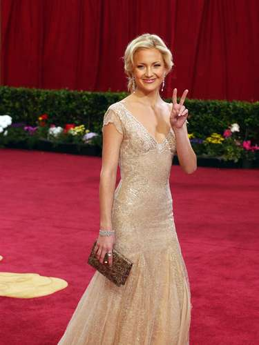 Kate Hudson incorporó de manera impecable el glamour de los años 40 con este vestido de Atelier Versace que eligió en 2003.