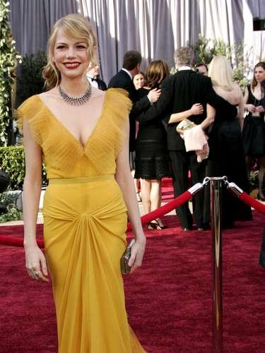 En 2006, la diva de la edición de los Oscar fue Michelle Williams quien eligió un fabuloso modelo amarillo de Vera Wang para la gala. Un modelo que entró para la historia de la premiación.