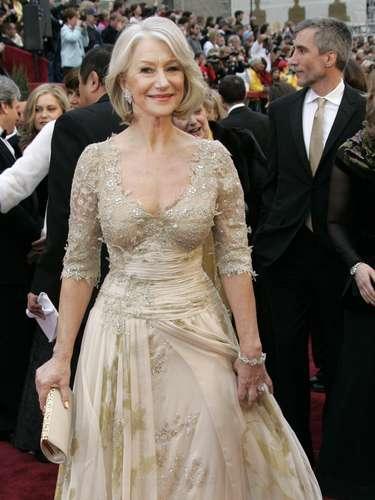 En 2007, Helen Mirren ganó como Mejor Actriz por su papel como la Reina Isabel II vistiendo un exuberante corpiño Christian Lacroix que muchas con lamitad de su edad tendrían problemas en usar con la misma sensualidad.