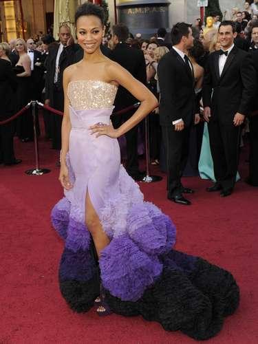 """Zoe Saldana comparó el vestido de Givenchy Couture que lució en los Oscar 2010 conun """"sueño de Avatar, película que protagonizó. Realmente, la prenda era de ensueño."""