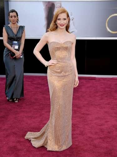 Otra actriz muy popular en 2013 ha sido la pelirroja Jessica Chastain, que apostó a la casa Armani para desfilar por el red carpet. El modelo fue considerado uno de los más bellos de la noche.