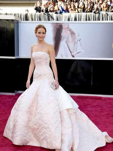 En 2013, ya consagrada, Lawrence eligió un Dior Haute Couture más dramático para la noche más importante de su carrera en 2013, cuando ganó la estatuilla a Mejor Actriz por \