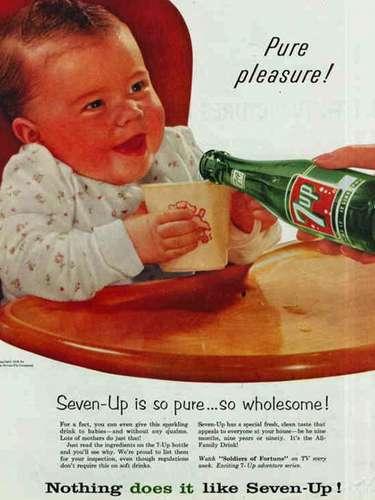 A este bebétambién le gusta mucho beber 7up