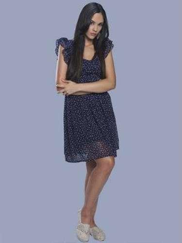 Valeria (Alexandra Pomales) Es una joven muy frágil, de familia muy humilde, que sufre un gran trauma. Se convierte en amiga de Adriana.