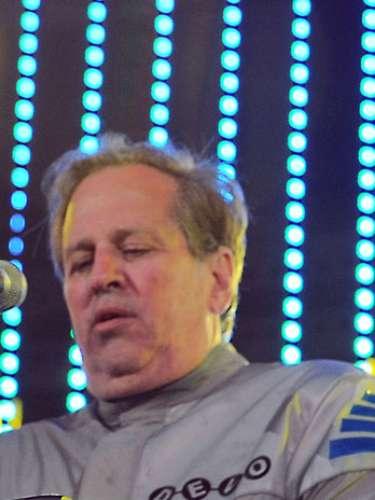 Bob Casale.-El miembro fundador y guitarrista de la banda estadounidense de punk electrónico Devofalleció el 19 de febreroa los 61 años debido a complicaciones de salud que derivaron en un fallo cardíaco, informó su hermano, Gerard Casale, en la página web del grupo.