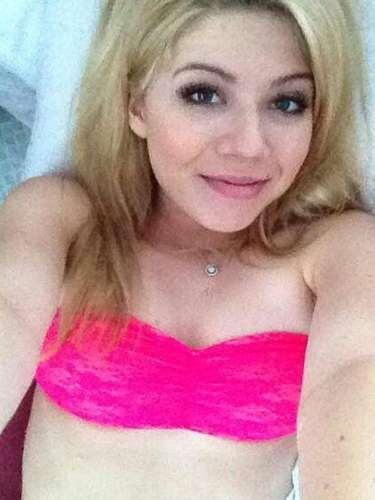 La actriz Jennette McCurdy, de 21 años de edad, volvió al ojo del huracán tras la difusión de una serie de fotos en lencería de la joven.