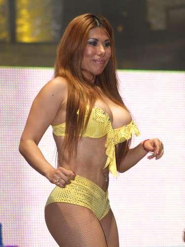 Las bellas edecanes del CMLL, presentes como cada viernes en la Arena México.