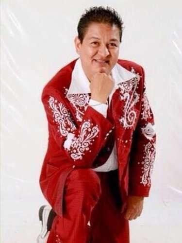 Javier Sánchez.El percusionista de la banda Pequeños Musical, falleció el 26 de marzo de 2014, tras estar internado en un hospital varios días como consecuencia del derrame cerebral que sufrió mientras cenaba.