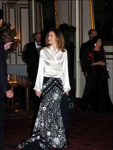 la-princesa-de-asturias-letizia-ortiz-en-una-cena-de-gala-de-la-spanish-society-durante-una-visita-oficial-a-eeuu-2004.jpg