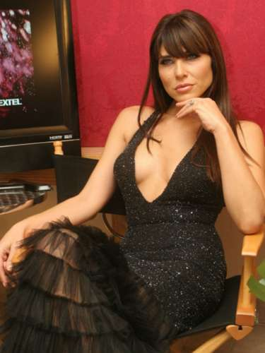 Lorena Meritano fue diagnosticada concáncer de seno, por lo que se sometió a quimioterapias para combatir la enfermedad. La actriz reveló su padecimiento en mayo de 2014.