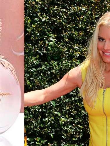 La famosa bomba rubia, Jessica Simpson compartió en su red social de Twitter la imagen publicitaria de su perfume que saldrá al mercado en agosto prometiendo ser otro fabuloso éxito para la cantante.